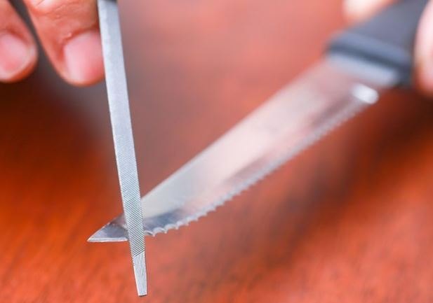 How to Sharpen Serrated Edge Knives